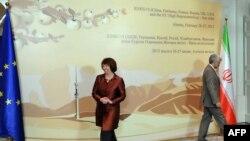 Shefja për politikë të jashtme të BE-së Catherine Ashton dhe negociatiori iranian Saeed Jalili në takimin e së martës për programin bërthamor të Iranit në Alamti të Kazakistanit