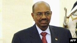 ОАР-да қамауда отырған Судан президенті Омар әл-Башир.