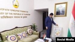 Избирательный участок в посольстве Таджикистана в Индии