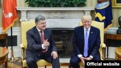 Президенти України і США Петро Порошенко (л) і Дональд Трамп під час зустрічі у Білому домі, Вашингтон, 20 червня 2017 року