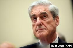 """Специальный прокурор Роберт Мюллер выступает на """"российских слушаниях"""" в Конгрессе"""