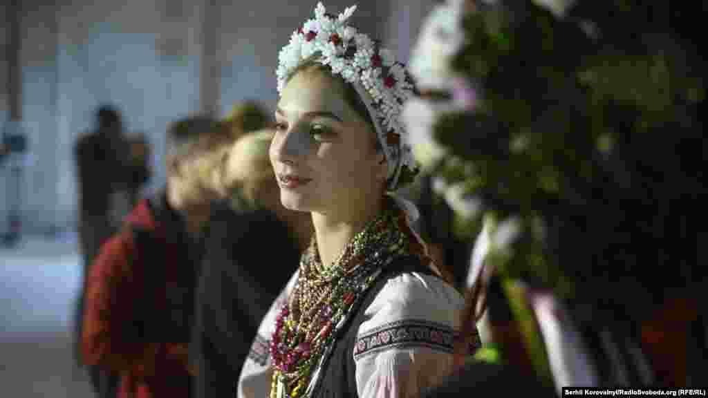 Некоторые жители Украины считают, что орнаменты — своего рода обереги, вышитые на сорочке. По поверьям, они защищают человека, надевшего рубашку, от зла.