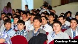 Донишҷӯёни тоҷик дар яке аз донишгоҳи хориҷи кишвар. Акс аз бойгонӣ.