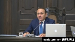 Armenia -- Prime Minister Hovik Abrahamian chairs RA Government session, 25Feb., 2016