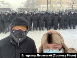 Владимир Перекотий (справа) и Игорь Шпех на акции 31 января, Красноярск