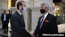 Министр иностранных дел Армении Арарат Мирзоян (слева) и глава МИД Индии Субраманьям Джайшанкар