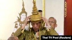 Корона, яку Мага Вачіралонгкорн одягає на голову, важить понад 7 кілограмів