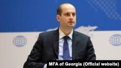 Из-за нескончаемых вопросов и словесных перепалок министру пришлось «свернуть» рассмотрение Дорожной карты Грузии в ЕС, а оппозиционеров обвинить в популизме и в некомпетентности