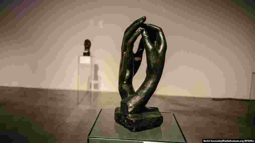 Огюст Роден, «Собор». Загалом на виставці можна зустріти чимало робот цього майстра