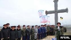 Проросійські козаки біля Поклінного хреста в селі Віліне