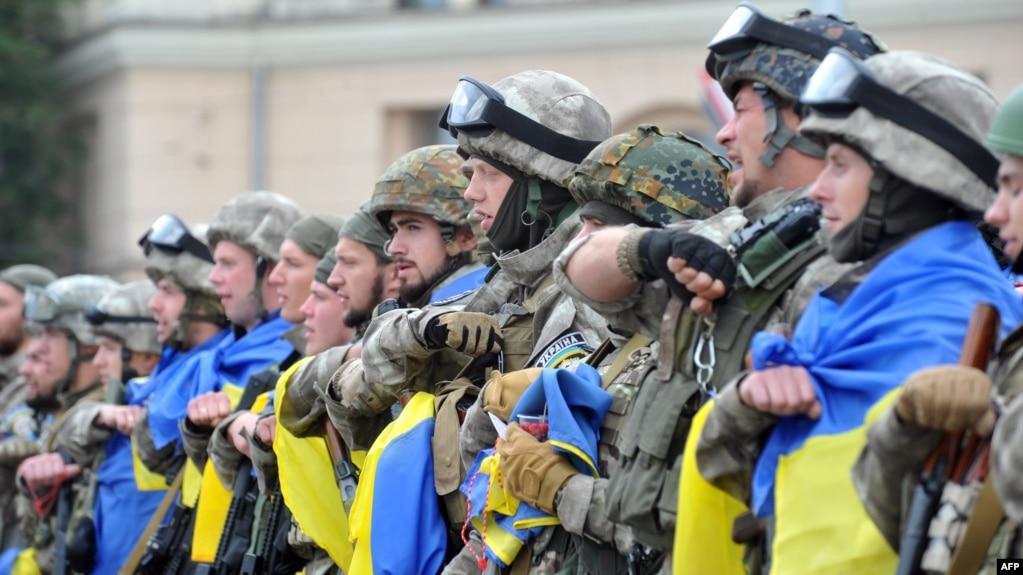 Бійці з батальйону спецпризначення МВС України «Східний корпус» під час церемонії відправки на Донбас в зону збройного протистояння з російськими гібридними силами. Харків, 30 червня 2015 року