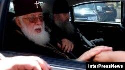 Попытки отыскать как в Северной Осетии, так и в Южной человека, поддержавшего визит членов совета к Патриарху Грузии, не увенчались успехом