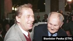 Вацлав Гавел и писатель Богумил Грабал