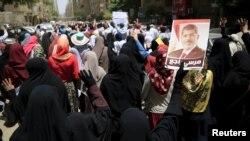 Өлүм жазасы боюнча массалык өкүмдөргө каршы нааразылык акция. Каир, 19-июнь, 2015-жыл.