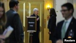 Лидерът на мнозинството в Сената Мич Макконъл в края на първия ден от излагането на аргументите по искането за отстраняване на президента Тръмп