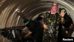 Бійці збройного крила «Хамасу» в диверсійному підземному тунелі зі Смуги Гази до Ізраїлю, фото 18 серпня 2014 року
