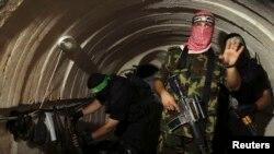 Боєць воєнізованого крила «Хамасу» у тунелі під Смугою Гази, 18 серпня 2014-го