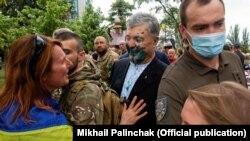 Петра Порошенка згадують у справах проти Медведчука через прагнення Банкової ослабити свого опонента, вважають експерти