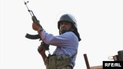 نیروی بسیج بر پشتبام پایگاه نینوا در روز 25 خرداد