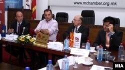 Pретседателите на стопанските комори на Македонија и на Косово, Бранко Азевски и Сафет Ѓерѓалиу во Скопје.