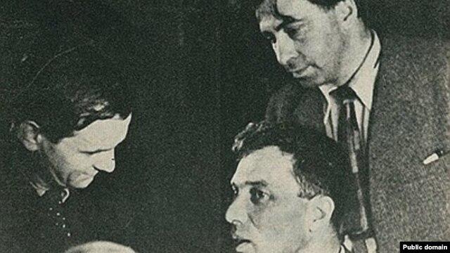 Борис Пастернак и Илья Эренбург. Париж, 1935