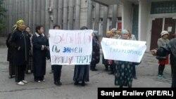 Участники митинга в Оше по выступлению кандидата в президенты Омурбека Бабанова. 30 сентября 2017 года.