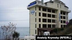 Отель «Калипсо» в пляжной зоне под снос не попал