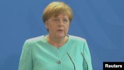 """Angela Merkel Londonu """"karıxdırmamağa"""" çağırıb"""