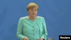 Ангела Меркел, 24-июнь, 2016-жыл.