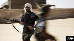 Ливийские повстанцы в деревне Ум аль-Фар