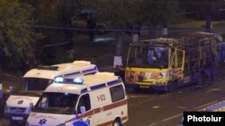 Взорвавшийся автобус на улице Алабяна в Ереване