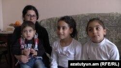 Семья погибшего на передовой военнослужащего Грачья Мурадяна, 13 апреля 2016 г.