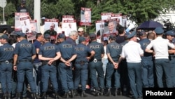 Armenia -- Supporters of former President Robert Kocharian demosntrate outside a prison in Yerevan, June 25, 2019.