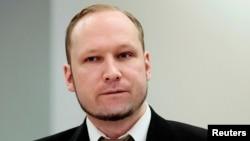 Андерс Брейвик в суде, где его обвиняют в совершении взрыва в Осло и стрельбе на острове Утойя. Осло, апрель 2012 года.