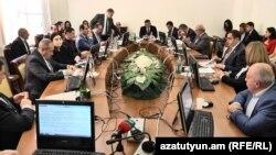 ԱԺ հանձնաժողովը դրական եզրակացություն տվեց վարչապետի լիազորությունն ընդլայնող օրինագծին