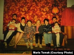 Родинне фото Аметових (Решат – крайній ліворуч, його брат – крайній праворуч)