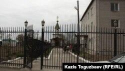 Приют, которым руководил отец Софроний. Поселок имени Туймебаева Алматинской области, 25 апреля 2014 года.