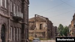 1988-ի երկրաշարժից վնասված շինություն Գյումրիի կենտրոնական փողոցներից մեկում, արխիվ