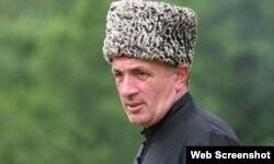 Осенью 2017 года Муаммер Коблев поддержал шапсугского старейшину Руслана Гвашева