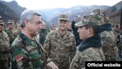 Серж Саргсян во время визита в Нагорный Карабах, ноябрь 2013 года