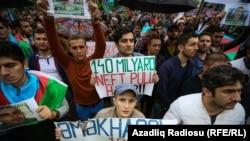 Участники акции протеста оппозиции в Баку. 17 сентября 2016 года.