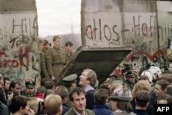 Разрушение Берлинской стены. 11 ноября 1989 года