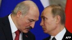 Президент Білорусі Олександр Лукашенко (ліворуч) та президент Росії Володимир Путін. Москва, березень 2015 року