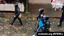 Poliția continuă să-i aresteze pe cei care protestează împotriva lui Lukașenka