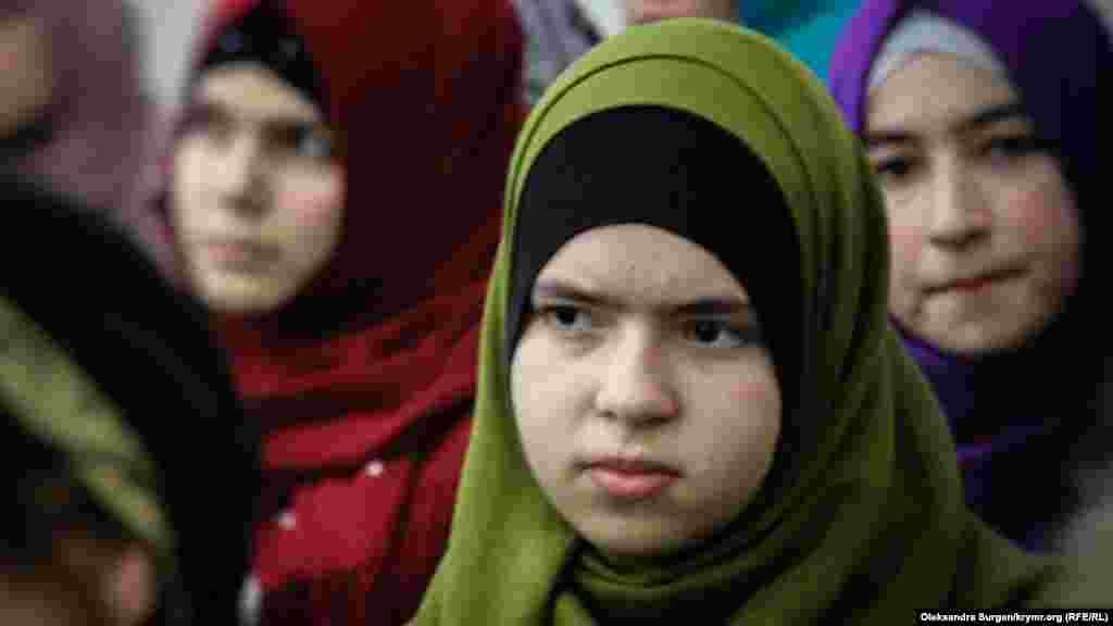"Aliye - ""Bağçasaray Hizb ut-Tahrir davası""nıñ iştirakçisi Edem Smailovnıñ qızı"