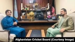 د کرکټ بورډ عمومي رئیس عزیزالله فضلي او د افغان کرکټ لوبډلې پخوانی کپټان اصغر افغان