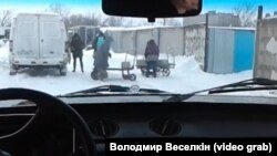 Українські військові стверджують, що бойовики застосували стрілецьку зброю різного калібру