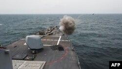 """АҚШ-тың """"Фитцджеральд"""" эсминеці Жапон теңізіндегі әскери жаттығу кезінде. 25 сәуір 2017 жыл."""