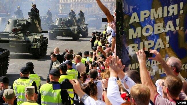 Під час військового параду з нагоди 27-ї річниці Незалежності України на Хрещатику в Києві, 24 серпня 2018 року