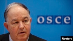 Austria -- Ertugrul Apakan, Chief Monitor of the OSCE Special Monitoring Mission to Ukraine, addresses a news conference at OSCE's headquarters in Vienna, February 5, 2015